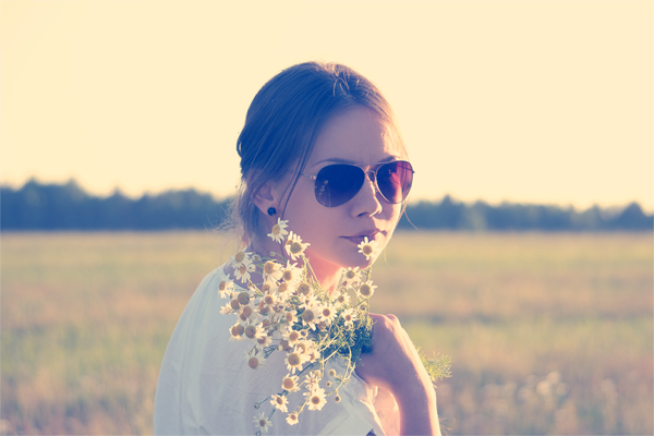 sunglasses-love-woman-flowersmtd
